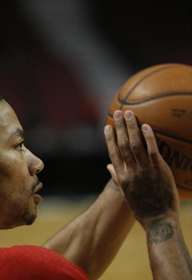 As Bulls struggle, should Derrick Rose be shut down? (AP Photo/Charles Rex Arbogast)