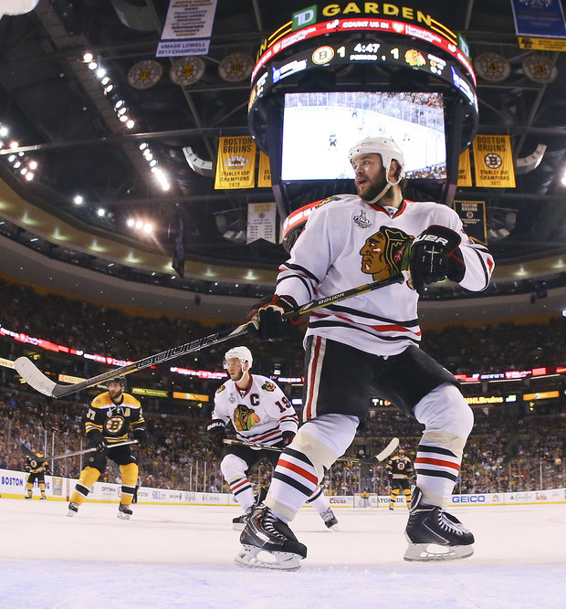 Blackhawks and Bruins knotted at 2 , thanks to Brent Seabrook.(AP Photo/Harry How)