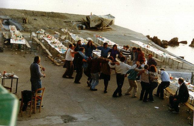 Dinner party celebration on Ikaria (Flickr/ janwillemsen)