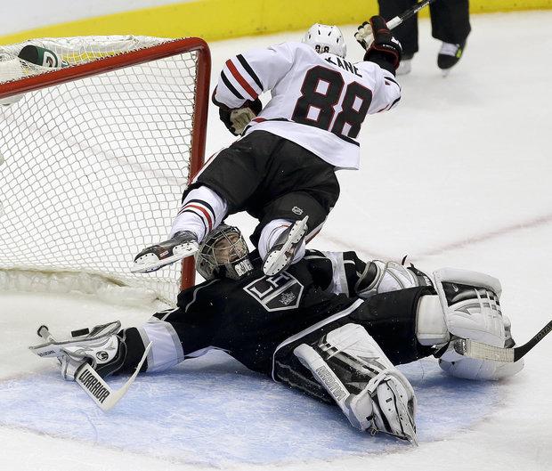 Patrick Kane finally scores against LA (AP Photo/Chris Carlson)