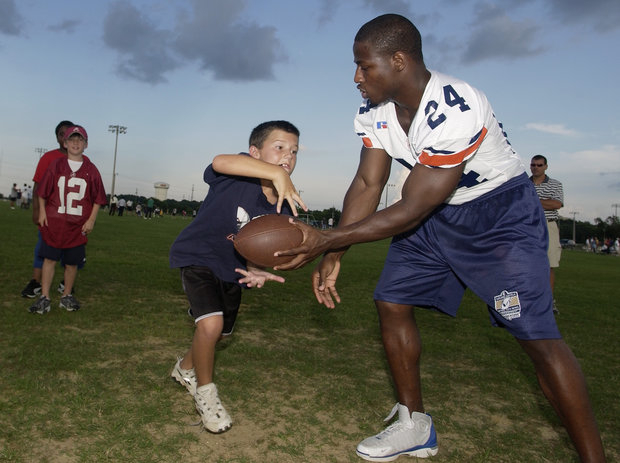 Kids are going to play football. Can it be safe? (AP Photo/Todd J. VanEmst)