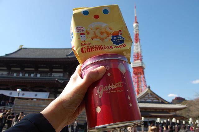 Tohato Caramel Corn and Garrett Chicago Mix at Zojoji temple in Tokyo, Japan on Setsubun 2012 (WBEZ/Louisa Chu)