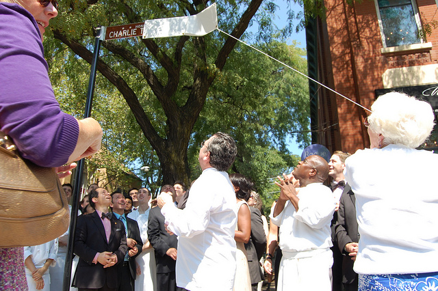 Dona-Lee Trotter begins to unveil Honorary Charlie Trotter Way street sign (WBEZ/Louisa Chu)