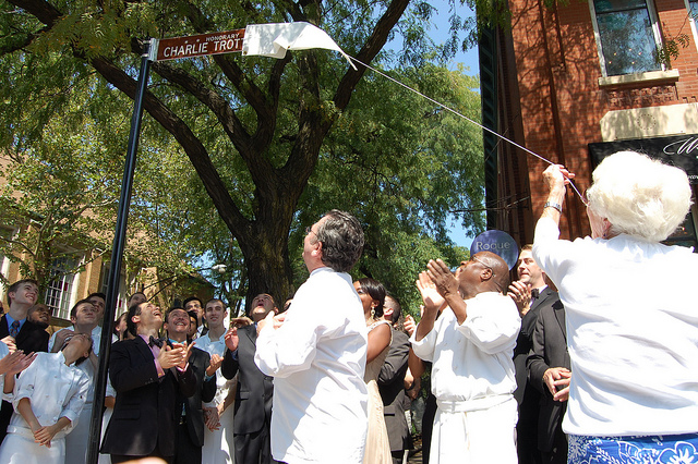 Dona-Lee Trotter unveiling Honorary Charlie Trotter Way street sign continues (WBEZ/Louisa Chu)