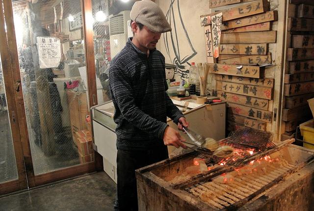 Grilling squid at Yurakucho Sanchoku Inshokugai in Tokyo, Japan (WBEZ/Louisa Chu)