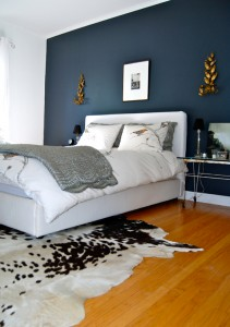 dark-blue-accent-wall-bedroomthe-home-of-bambou--bedroom-with-dark-accent-wall-f2lwsbs6