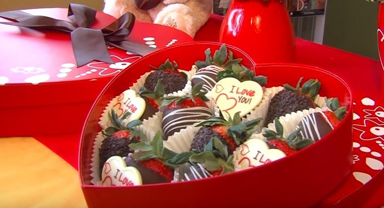 Valentine's Day Fruit Bouquets at Edible Arrangements - DelmarvaLife