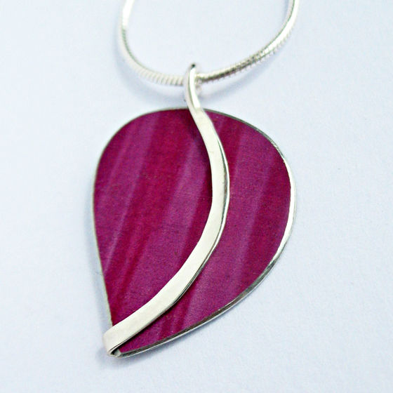 CL3 Curvy leaf pendant in berry