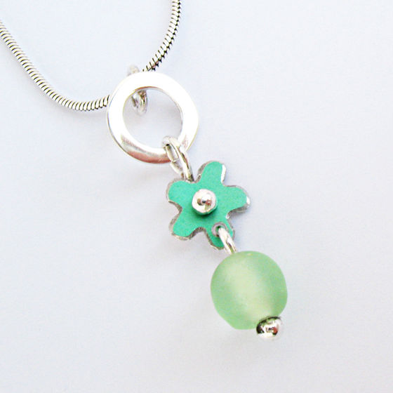 SL3 Silver hoop and green daisy & bead pendant