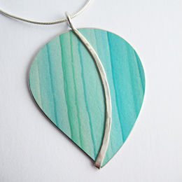 CL4 Large curvy leaf pendant in greens