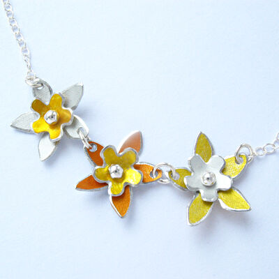 DH14 Three flower necklace in yellow, orange and white