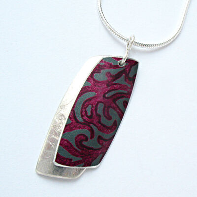 AL4 Double rectangular pendant in silver and berry.