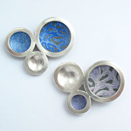 OR15 Silver triple circle orbit brooches with Alyssa print in blues and lavenders