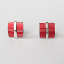 LN2 Square stud earrings with silver line in red