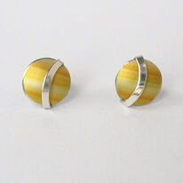 LN3 Dome stud earrings with silver curve in yellow