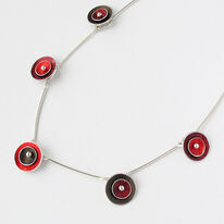 CD4 Double concave disc necklace in red/burgundy/brown