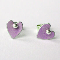 DH2 Little heart stud earrings in mauve