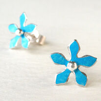 DH5 Flower stud earrings in turquoise blue