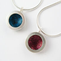 OR3 Silver circle pendants in petrol and burgundy
