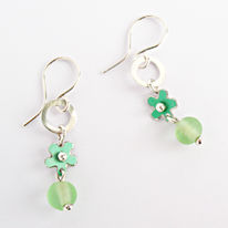 SL2 Silver and green daisy & bead drop earrings