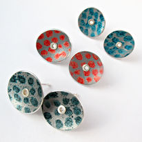 TS1 Disc stud earrings here in black, red and petrol blue spot print