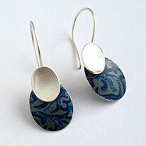 AL18 Drop earrings in silver and indigo