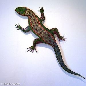 Wall mounted lizard