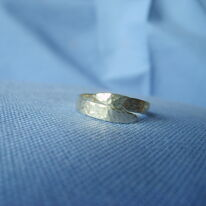 Dimpled cross-over ring