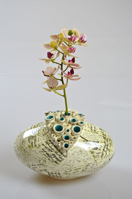 Oval Pod Vase with full script