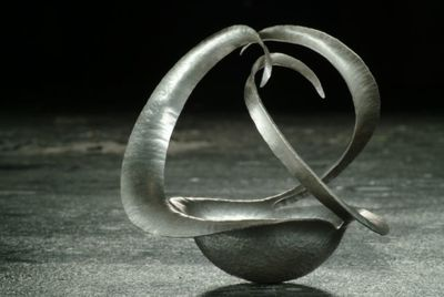 Spiral 3-arm bowl