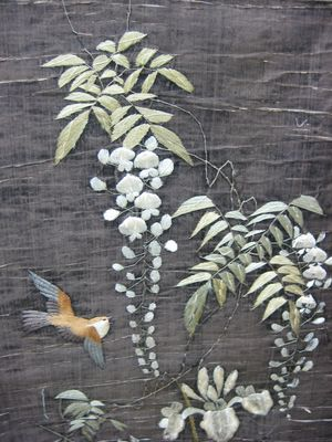 C4936 - 2 silk embroidered birds on paper banner