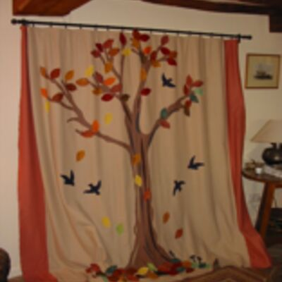 Felt curtains with printed leaves