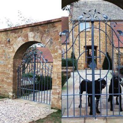 Hobbs Hole Farm, iron gates