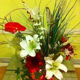 White & Red Flower Bowl