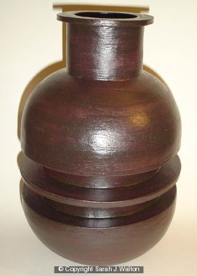 Black stoneware pot with single rib