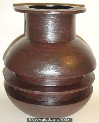 Black stoneware pot with single central rib