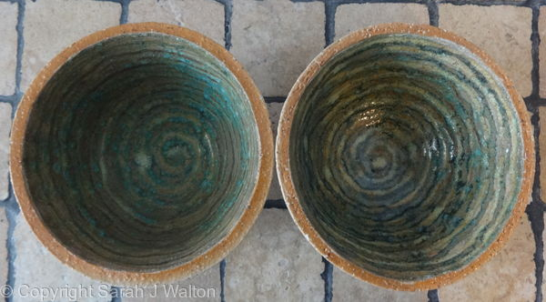 Small fully glazed 'spiral' bowls2