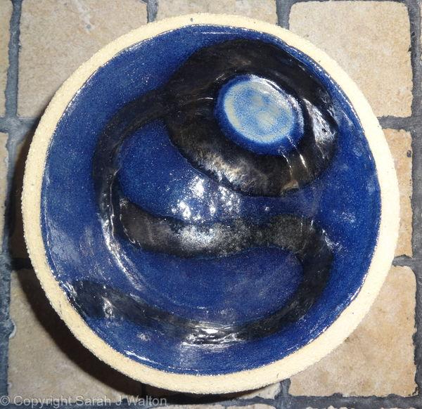 Small fully glazed 'moon' bowl