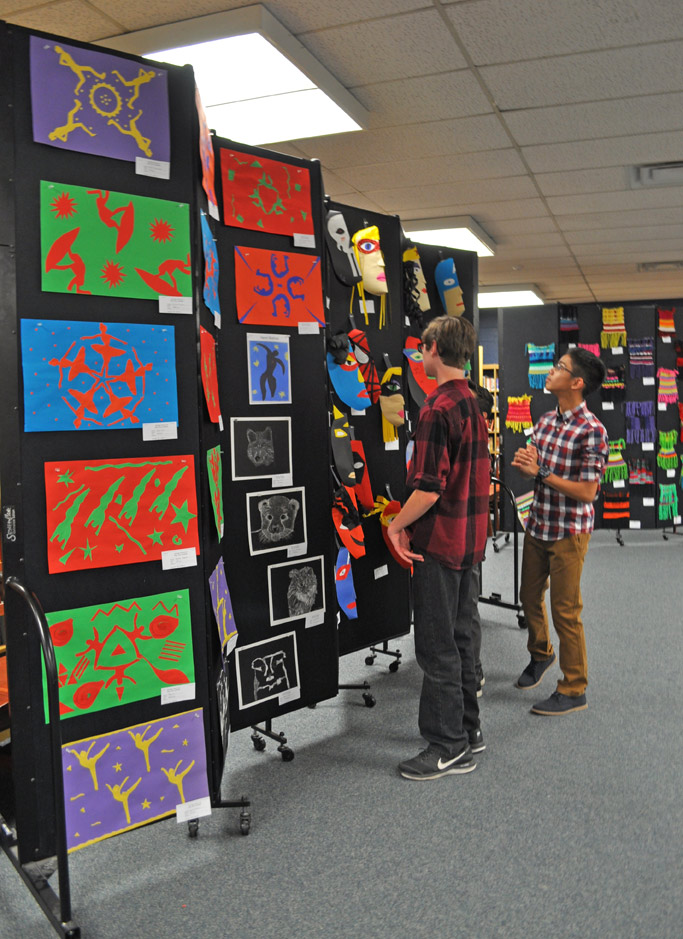 Screenflex Portable Art Show Wall for Schools
