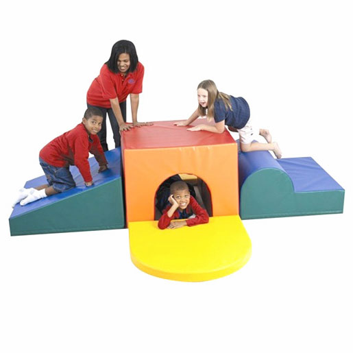 cf322-083-school-age-tunnel-climber