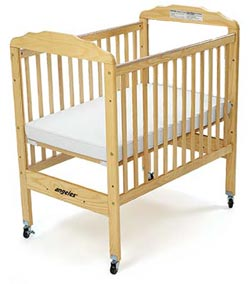 ael7010n-adjustable-fixed-side-crib-in-natural-w-clear-panel