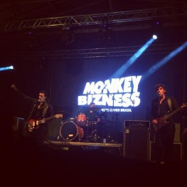 Monkey Bizness Arctic Monkeys Cover Brasil