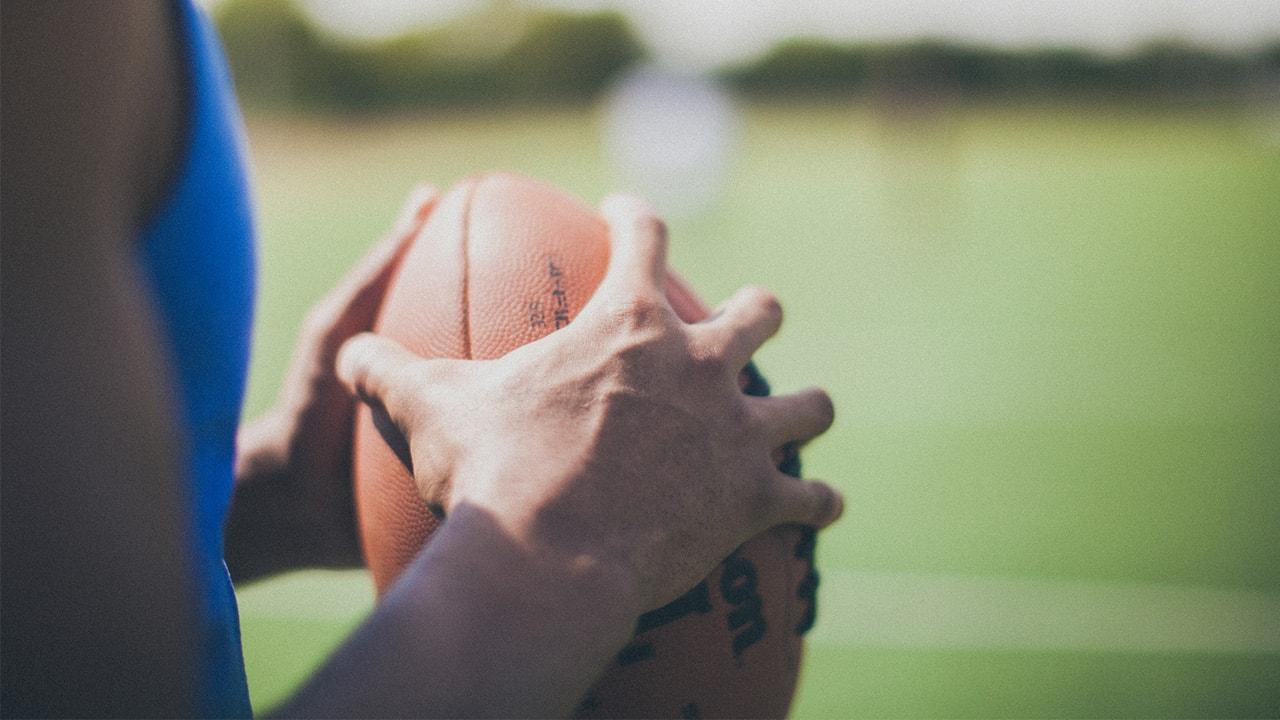 Atleta con un balón