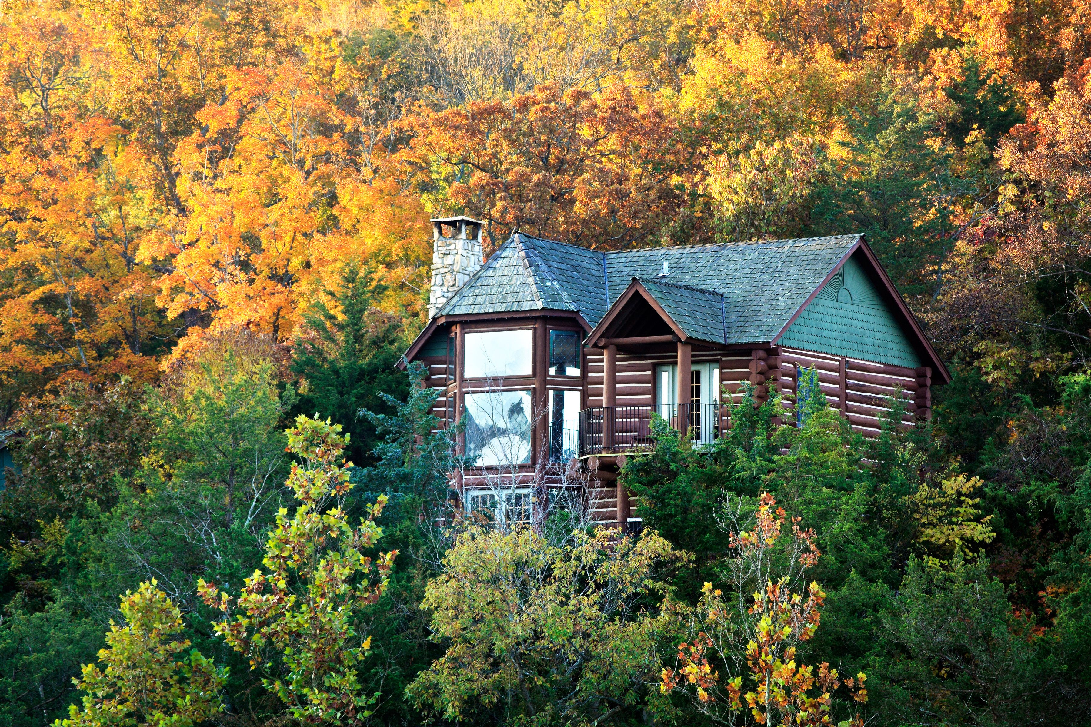 These Cozy Cabins Are The Ultimate Fall Getaway In The