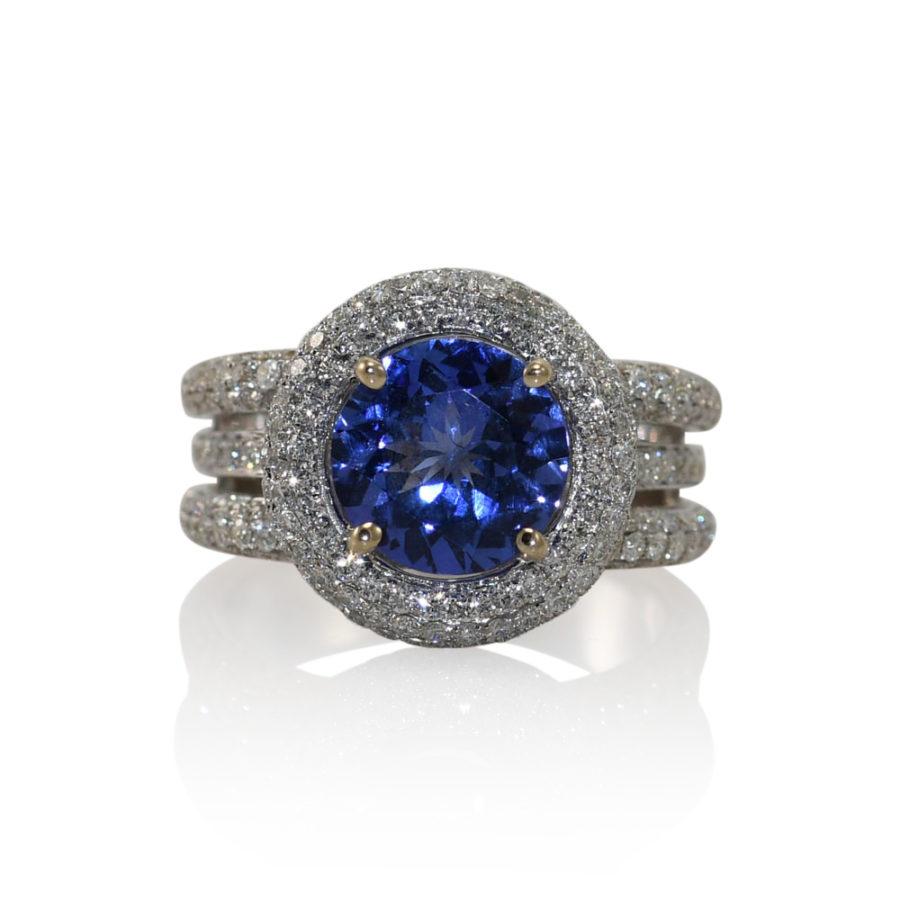 18K White Gold Tanzanite & Diamond Ring 9.2gr