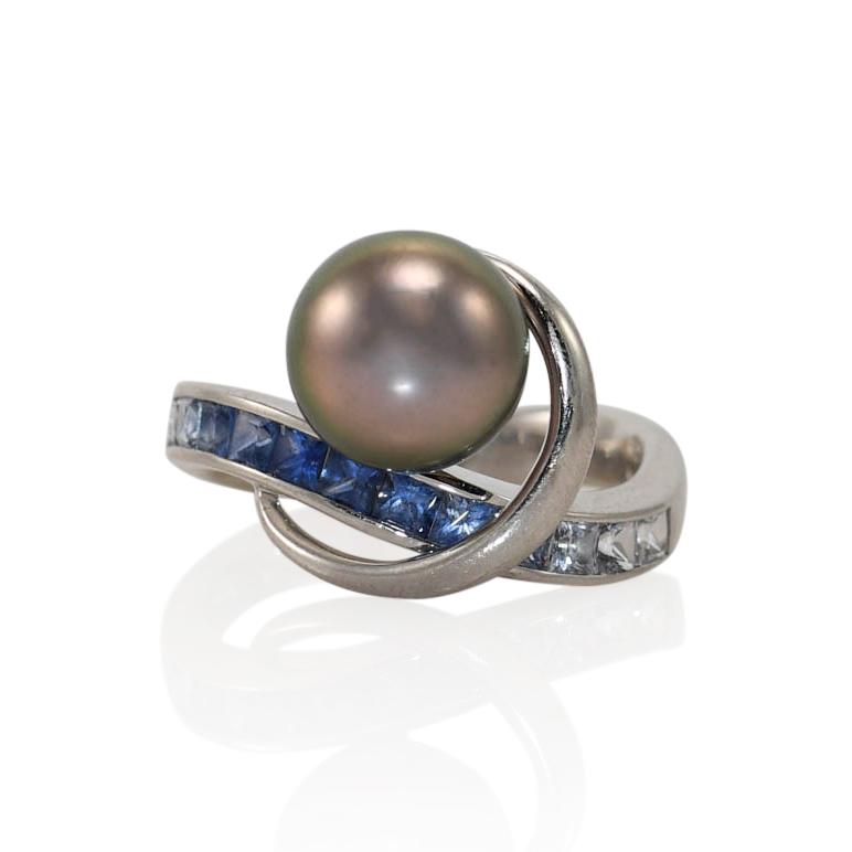 18K White Gold Tahitian Pearl & Sapphire Ring, 7.3gr