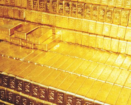 Slumping Oil Prices Lift Gold