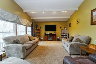 1095 N WESTERN HILLS DR, Kankakee, IL 60901 - Photo 2