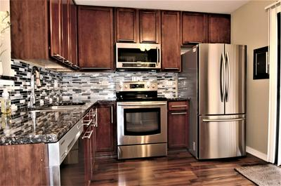 182 S WATERS EDGE DR APT 302, GLENDALE HEIGHTS, IL 60139 - Photo 2