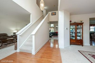 5878 BETTY GLOYD DR, Hoffman Estates, IL 60192 - Photo 2